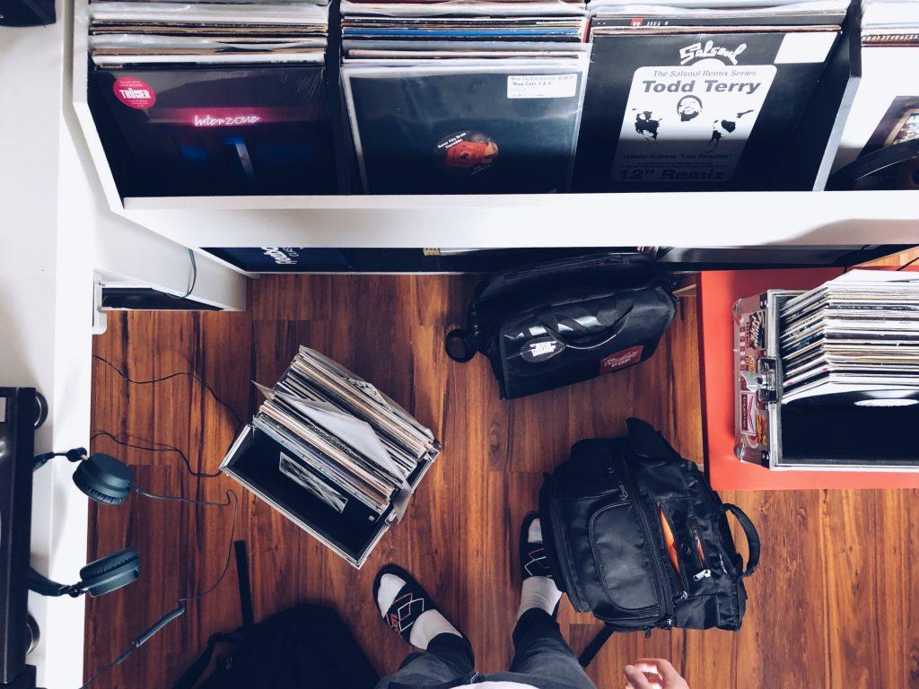The Wollium mit Vinyl und UDG Bag