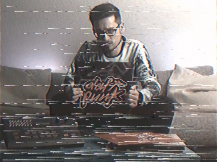 The Wollium mit Daft Punk Vinyl auf VHS aufgenommen