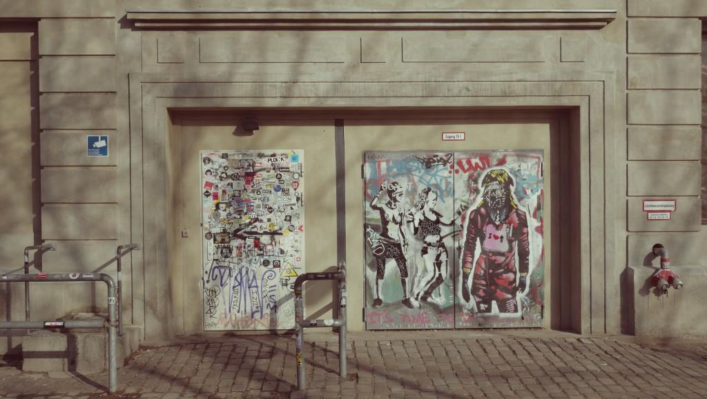 Die Tür des Berghain in Berlin
