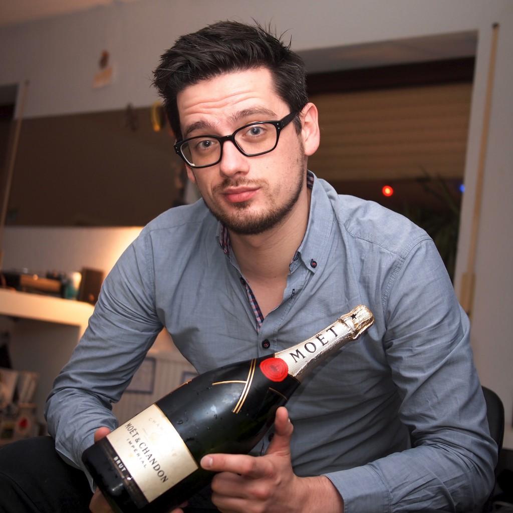 Wolfram Bölte verzichtet in Zukunft auf Champagner und finanziert damit den Kauf von Berlin.
